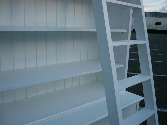 bibliothek b cherwand shabby look mit leiter wei nr. Black Bedroom Furniture Sets. Home Design Ideas