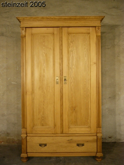 schrank jugendstil antik weichholz kleiderschrank restauriert um 1900 jhd. Black Bedroom Furniture Sets. Home Design Ideas