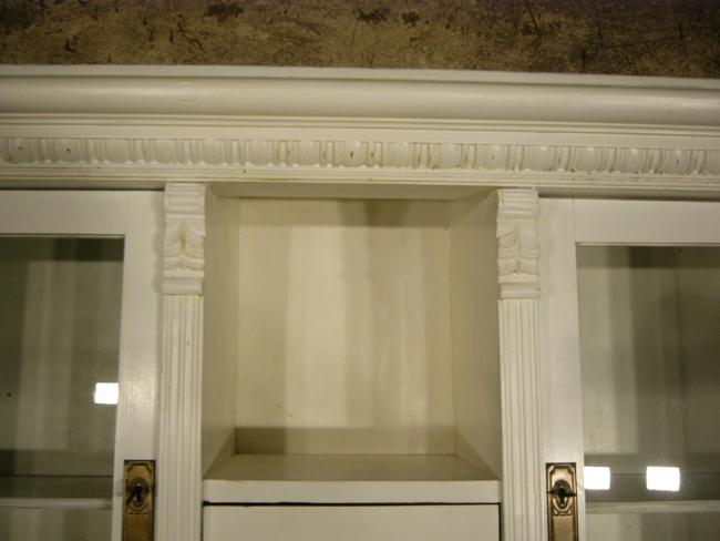 buffet gr nderzeit antik wei im landhaus stil restauriert. Black Bedroom Furniture Sets. Home Design Ideas