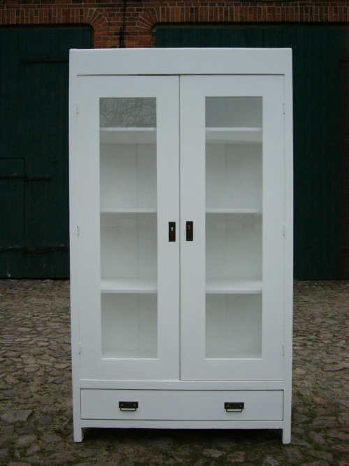 vitrine wei antik jugendstil im landhaus stil 3 seitig verglast um 1910 jhd nr 192385000669. Black Bedroom Furniture Sets. Home Design Ideas
