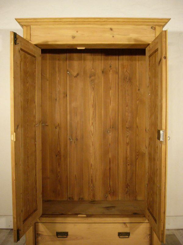 alter schrank gr nderzeit weichholz 2 t rig antik mit s ulen um 1890 jhd nr 192426136325. Black Bedroom Furniture Sets. Home Design Ideas