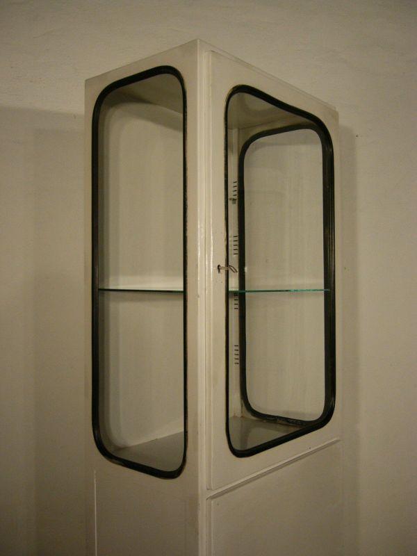 Vitrine Bauhaus Metall Arztvitrine weiß Industrie Design antik um 1930 Jhd.