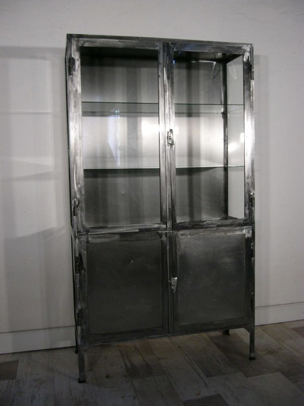 Eisen Vitrine Arztvitrine Medikamentenschrank antik Industrie Design um 1930 Jhd