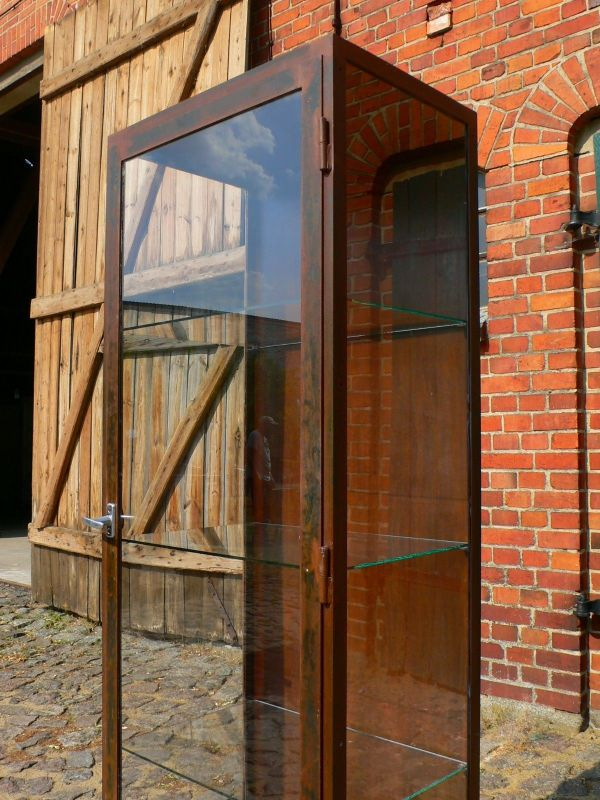Vitrine Eisen Industrie Design 30er Jahre antik restauriert Arztpraxis Möbel
