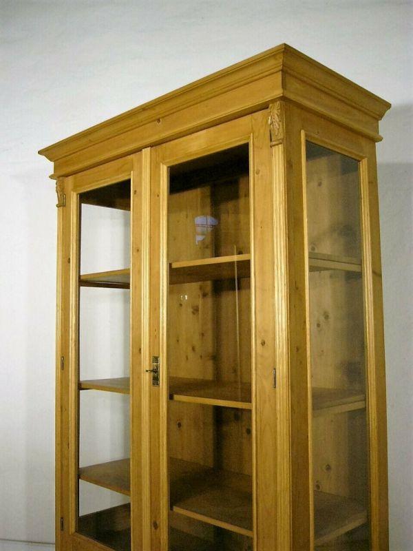 Vitrine antik Weichholz 3 seitig verglast Jugendstil Glas Schrank um 1900 Jhd.