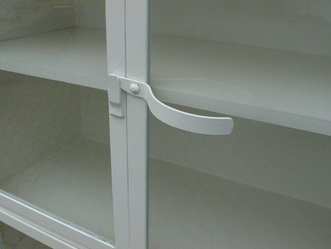Vitrine antik Metall Eisen Industrie Design restauriert um 1930 Jhd. Loft Möbel 1