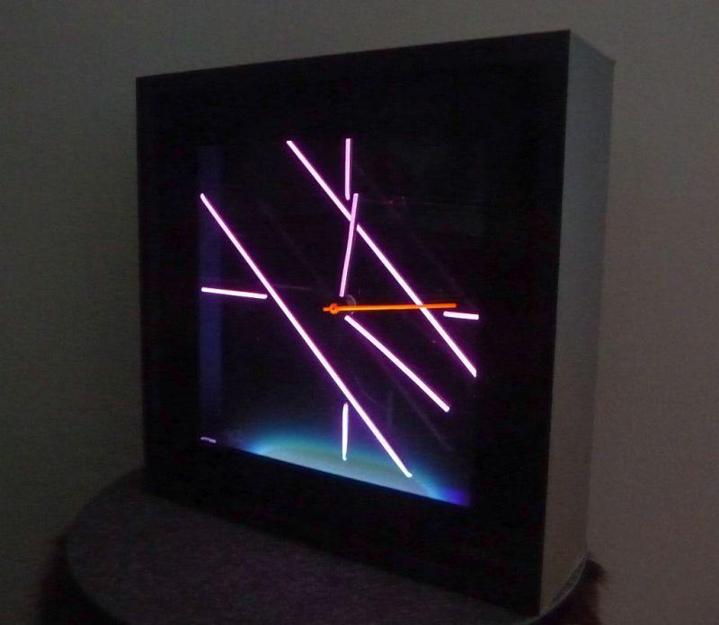 Design Uhr Schwarzlicht blacklight Interdesign DJ