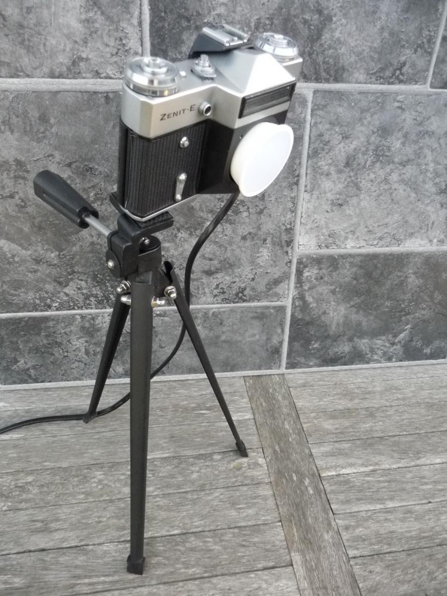 Reveuflex E Kamera Lampe LED Kameralampe DIY Produkt Upcycling auf Topman A8 Stativ 0