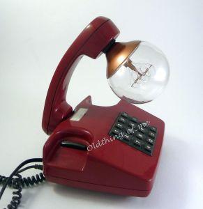 Rotes Tasten Telefon als Tischlampe