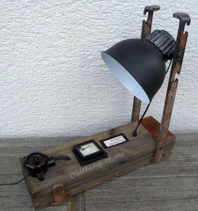 Steam Punk Tischlampe mit Voltmeter Instrument Upcycling DIY Produkt 1