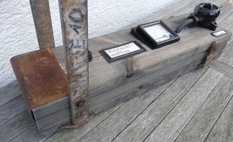 Steam Punk Tischlampe mit Voltmeter Instrument Upcycling DIY Produkt 2