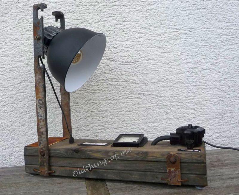 Steam Punk Tischlampe mit Voltmeter Instrument Upcycling DIY Produkt 3