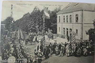 Lockstedter Lager, Fahnenanbringen an der Wache, 1915 (28416)