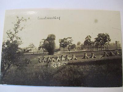 Flandern, Granateinschlag in einer Ortschaft, Foto (49215)