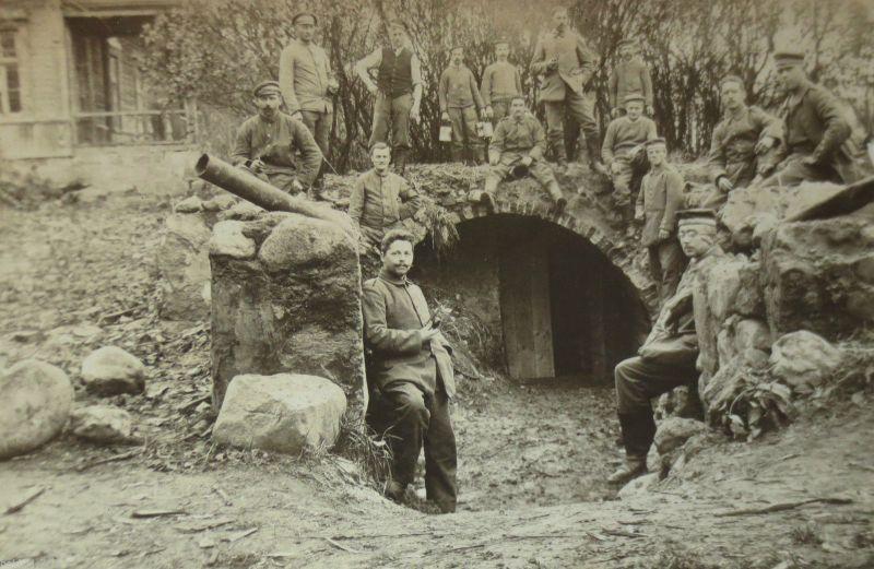 Deutsche Soldaten vor Stolleneingang, Bunker, Fotokarte (16754)