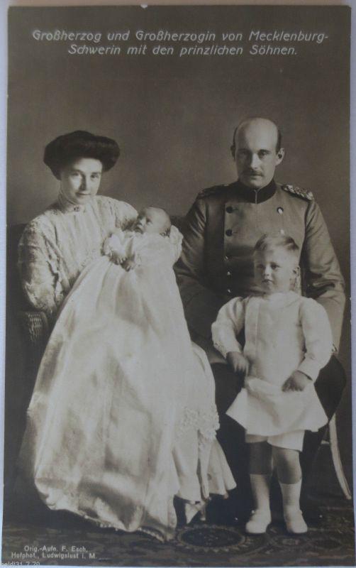 Großherzog von Mecklenburg Schwerin mit Familie, ca. 1914 (30426)