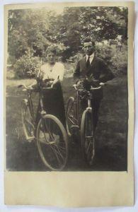 Fahrrad, Hannover Verein RV Pfeil, Mann und Frau mit Fahrräder 1921 (33777)