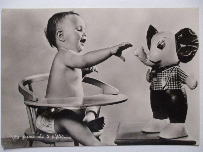 Kind, Baby mit Spielzeug Elefant, ca. 1960 (48179)