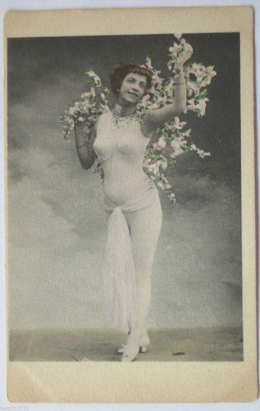 Erotik, Frau im hautfarbenen Anzug, ca. 1900 (23653)
