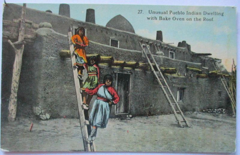 Indianer, Pueblo Indians with Bake Oven on Roof, ca. 1910