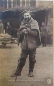 Soldat nach der Ablösung im Schützengraben , Kriegspostkarte Hilger (54902)