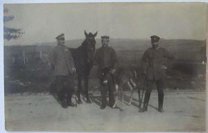 Deutsche Soldaten mit Pferd, Fotokarte (42558)