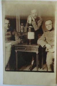 Frankreich, Soldaten mit Magnum Flasche, Glas - Vase, Fotokarte mit Text (21710)
