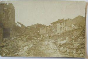 Argonnen, zerstörte Ortschaft, KW 27. ID 1915 nach Hausen am Bach (17847)