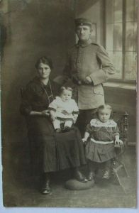 Deutscher Soldat mit Familie, Kinder, Fotokarte (61089)