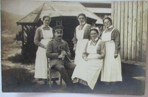 Marburg 1916, Deutscher Offizier mit Krankenschwestern, Fotokarte (41523)