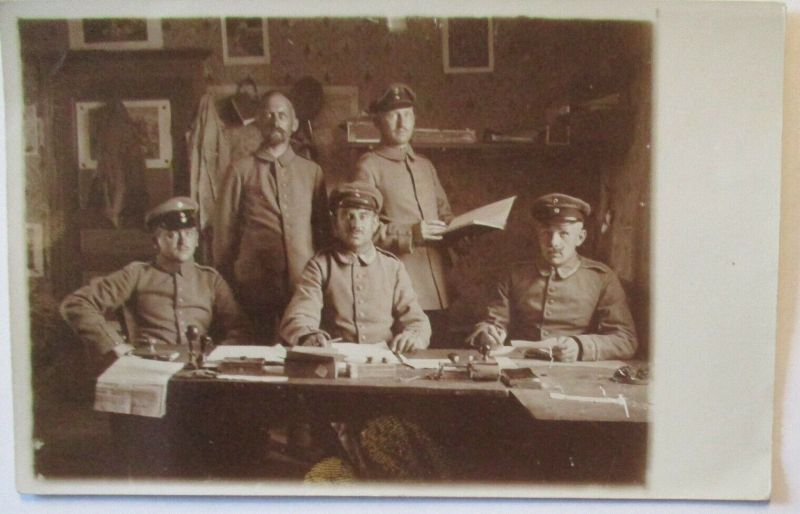 Soldaten im Quartier , Zeitung aus Köln, Fotokarte mit Text (65433)