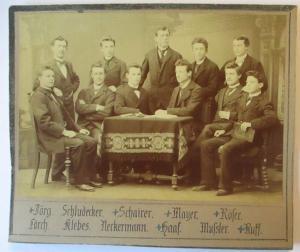 Junge Männer, original Foto 14x10 cm auf Pappe ca. 1900 (58832)