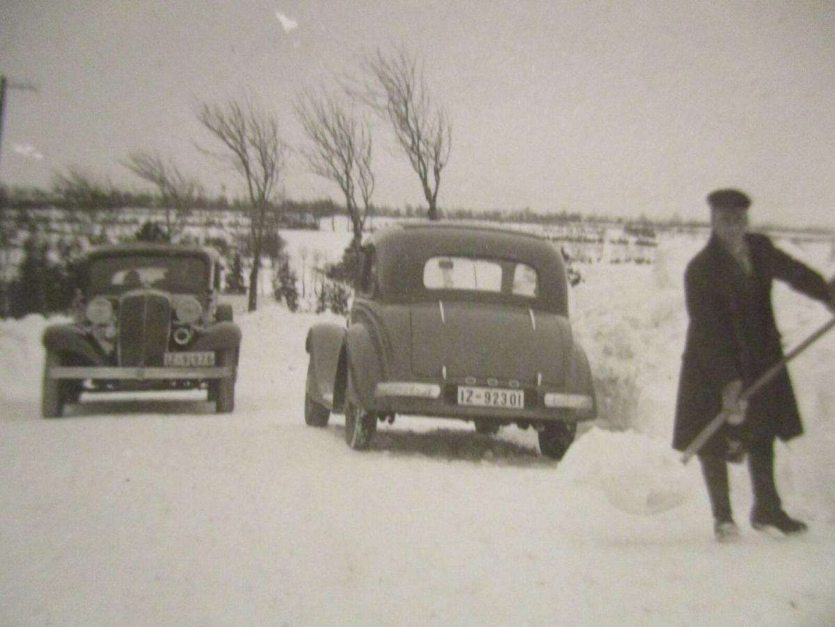 Raum Itzehoe, Männer Autos Schnee, ca.30er Jahre, original Foto (51332) 0