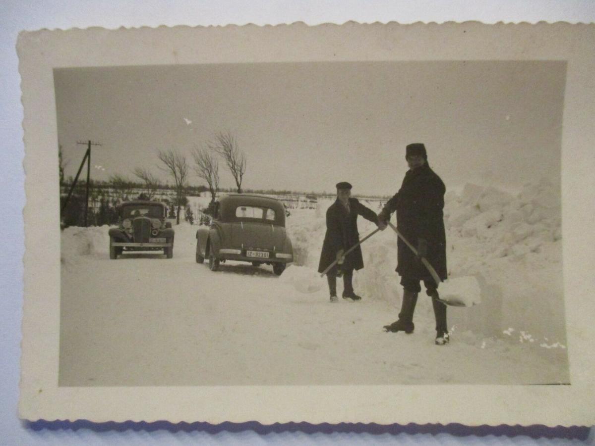 Raum Itzehoe, Männer Autos Schnee, ca.30er Jahre, original Foto (51332) 1