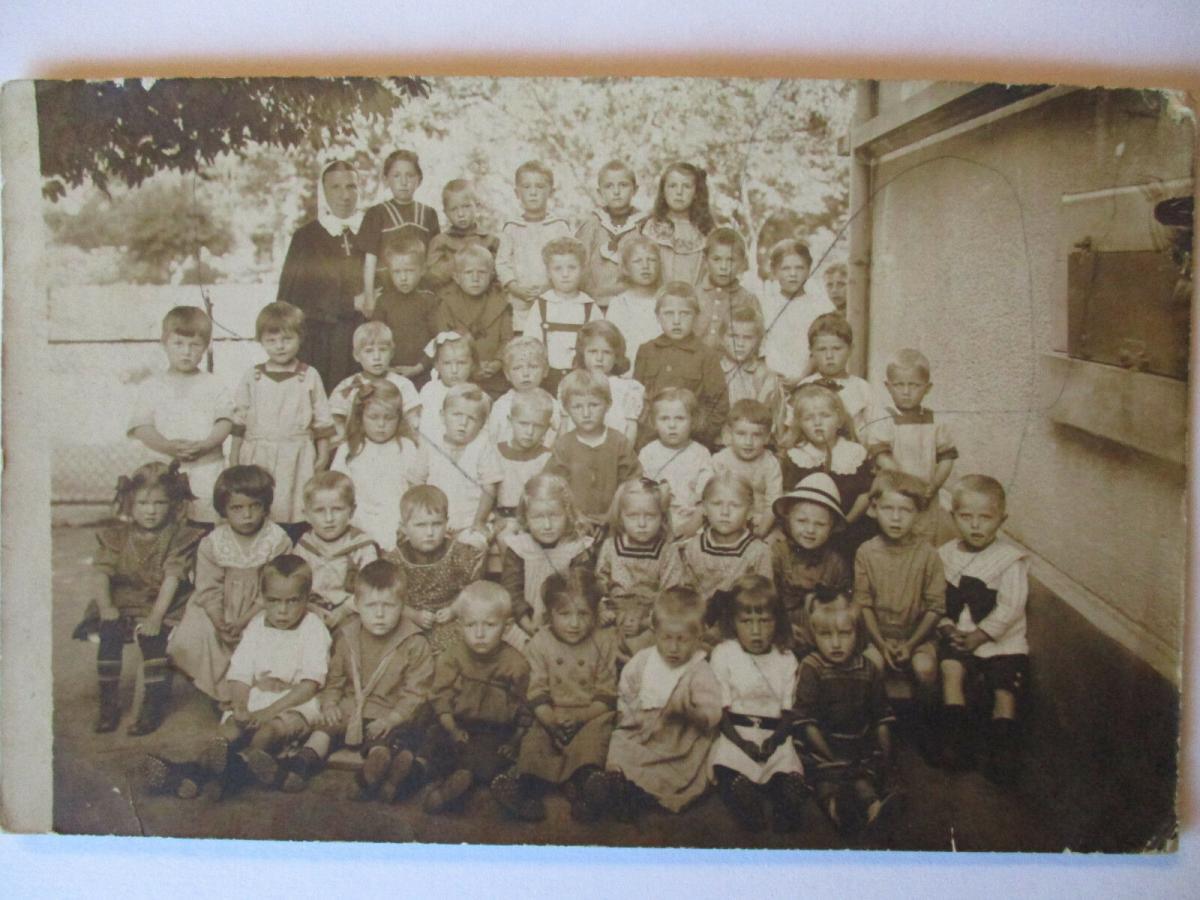 Ordensschwester, Kinder, Schulklasse, Fotokarte ca. 1900 (42824) 0
