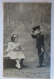 Kinder, Bank, Soldat, Lesen, Mode,    1906 ♥ (41522)
