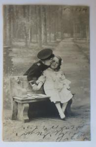 Kinder, Bank, Soldat, Kuss, Mode,    1906 ♥ (41515)