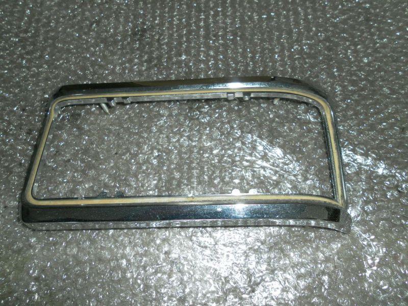 Mercedes Benz W114 W115 /8 Chromrahmen 1158260259 Rücklicht Rechts Oldtimer