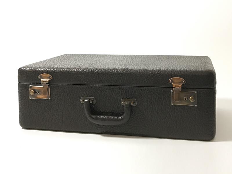 Sehr gut erhaltener Rindsleder-Koffer hergestellt von S. Dresdner, Chicago, (ca. 1935) USA