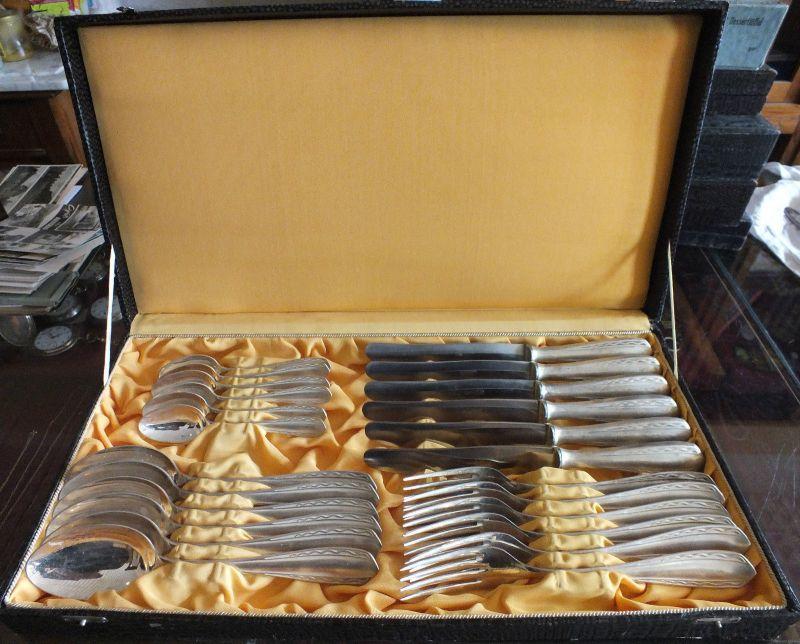 24 Teile Besteck, Art Deko, Art Deco, 90-er Auflage, typisches Dekor, im Koffer!