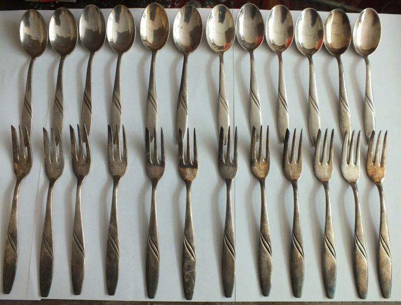 Schönes Besteck, 105 Teile, Messer Gabeln Löffel Kaffeelöffel Kuchengabeln usw. 4