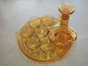 Likörset, Set für Likör, 8-teilig, Glastablett, 6 Gläser und 1 Karaffe u. Deckel