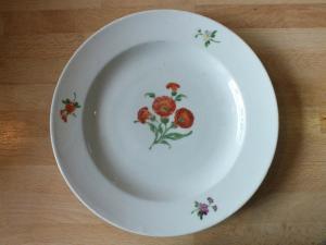 Meissen Teller, Blumenmotiv, unterglasurblaue Marke, 22,3cm,