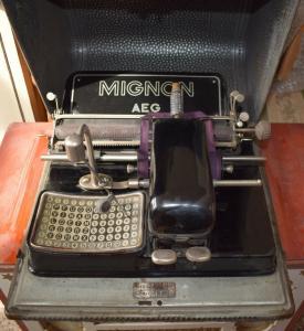 Mignon Schreibmaschine, mit originalen Blechkasten, voll funktionstüchtig TOP!!!