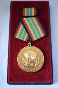 Orden Für Treue Dienste in der Nationalen Volksarmee im Etui