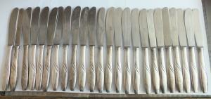 Schönes Besteck, 105 Teile, Messer Gabeln Löffel Kaffeelöffel Kuchengabeln usw.