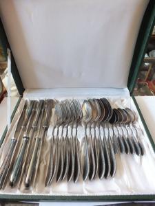 Schönes Besteck, 24 Teile, 6 Löffel, 6 Messer, 6 Gabeln, 6 kaffeelöffel, DEP 20