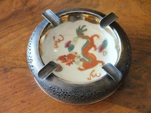 Schöner Aschenbecher, Silber Vietnam 900, mit Porzellanteller,  4cm hoch  TOP!!!