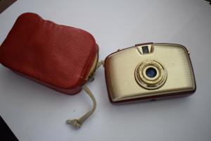 Penti I Gold Rot mit Meyer Triopla V 1:3,5/30 Objektiv mit Tasche