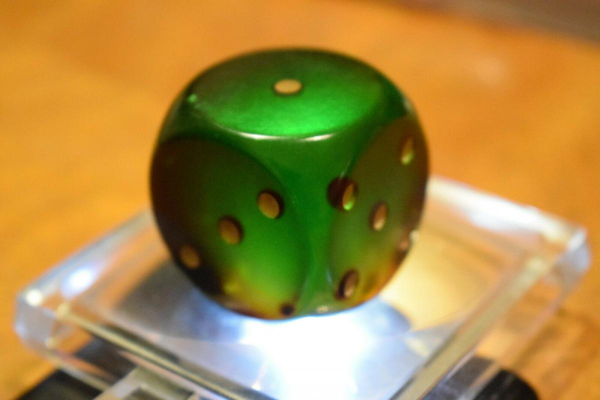 Würfel DDR Kunstharzwürfel 3,2 x 3,2 cm, grün / olivegrün, transparent 4